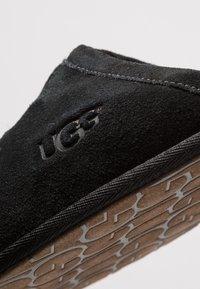 UGG - SCUFF - Chaussons - black - 5