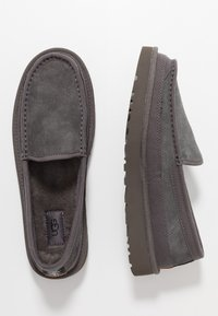 UGG - DEX - Kapcie - dark grey - 1