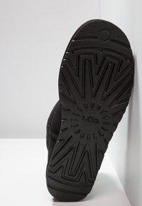 UGG - CLASSIC MINI - Classic ankle boots - black - 4