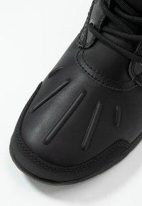 UGG - FELTON - Lace-up ankle boots - black - 5
