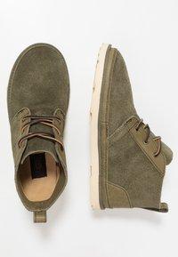 UGG - NEUMEL UNLINED - Sznurowane obuwie sportowe - green - 1
