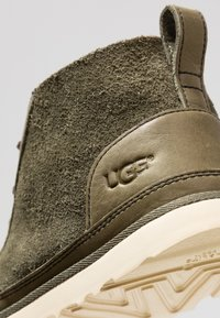 UGG - NEUMEL UNLINED - Sznurowane obuwie sportowe - green - 6