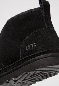 UGG - NEUMEL - Casual lace-ups - black - 5