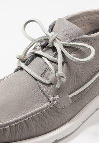 UGG - BEACH MOC CHUKKA - Sznurowane obuwie sportowe - sel - 5