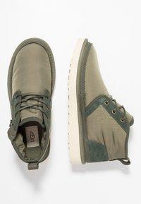 UGG - NEUMEL ZIP - Sznurowane obuwie sportowe - green - 1