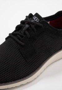 UGG - UNION DERBY HYPERWEAVE - Sneakersy niskie - black - 5