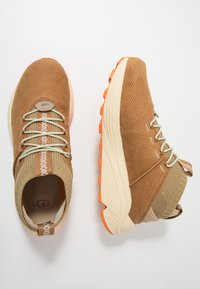 UGG - MIWO SPORT HIGH HYPERWEAVE - Sneakersy wysokie - oak - 1