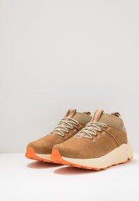 UGG - MIWO SPORT HIGH HYPERWEAVE - Sneakersy wysokie - oak - 2