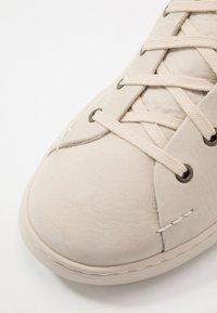 UGG - PISMO  - Sneakersy wysokie - bone white - 6