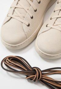 UGG - PISMO  - Sneakersy wysokie - bone white - 5