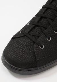 UGG - PISMO  - Sneakersy wysokie - black - 6