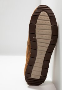 UGG - TRIGO UNLINED - Sneaker low - chestnut - 4
