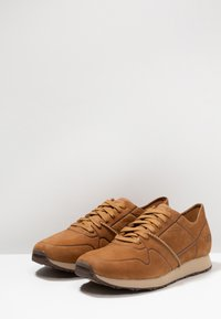 UGG - TRIGO UNLINED - Sneaker low - chestnut - 3
