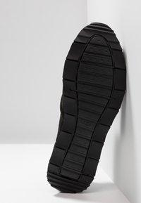 UGG - TRIGO UNLINED - Sneakersy niskie - black - 4
