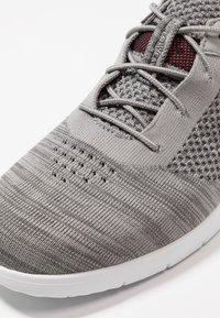 UGG - FELI HYPERWEAVE 2.0 - Sneakersy niskie - sel - 5