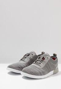 UGG - FELI HYPERWEAVE 2.0 - Sneakersy niskie - sel - 2