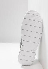 UGG - FELI HYPERWEAVE 2.0 - Sneakersy niskie - sel - 4