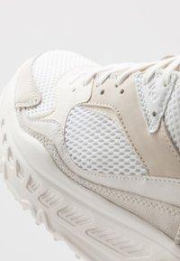 UGG - Sneakersy niskie - white - 5