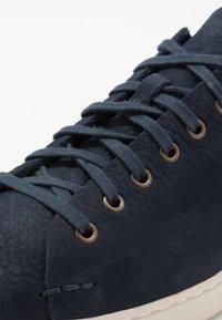 UGG - PISMO - Sneakersy niskie - dark sapphire - 6