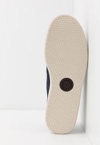 UGG - PISMO - Sneakersy niskie - dark sapphire - 4