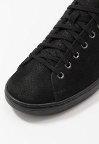 UGG - PISMO - Sneakersy niskie - black - 6
