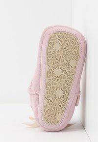 UGG - JESSE BOW & BEANIE SET - Cadeau de naissance - baby pink - 5
