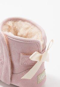 UGG - JESSE BOW & BEANIE SET - Cadeau de naissance - baby pink - 2