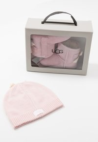 UGG - JESSE BOW & BEANIE SET - Cadeau de naissance - baby pink - 8