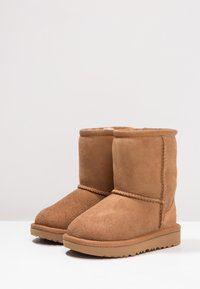 UGG - CLASSIC II - Classic ankle boots - chestnut - 2