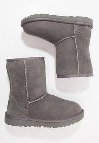 UGG - CLASSIC II - Korte laarzen - grey - 0