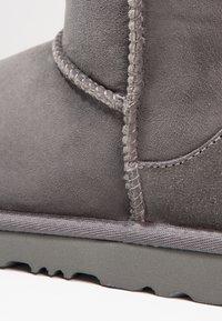 UGG - CLASSIC II - Korte laarzen - grey - 5