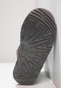 UGG - CLASSIC II - Korte laarzen - grey - 4