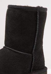 UGG - CLASSIC II - Korte laarzen - black - 5