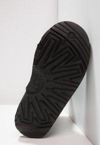 UGG - CLASSIC II - Korte laarzen - black - 4