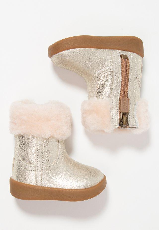 JORIE METALLIC - Baby shoes - gold