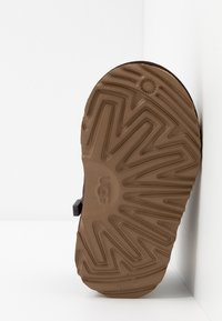 UGG - NEUMEL TASMAN - Šněrovací kotníkové boty - coffee bean - 5