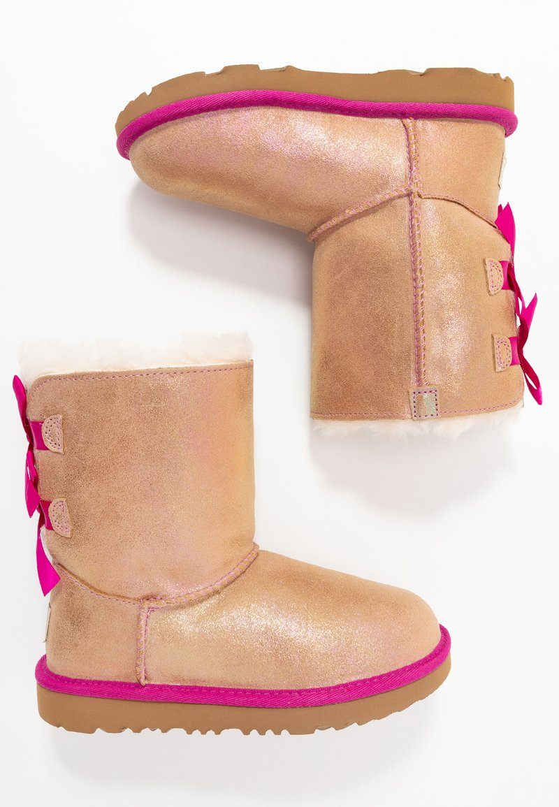 UGG - BAILEY BOW SHIMMER - Classic ankle boots - chestnut/fuchsia