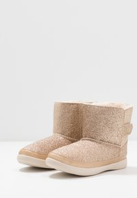 UGG - KEELAN GLITTER - Classic ankle boots - gold - 3