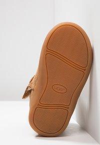 UGG - KEELAN - Kotníkové boty - chestnut - 5