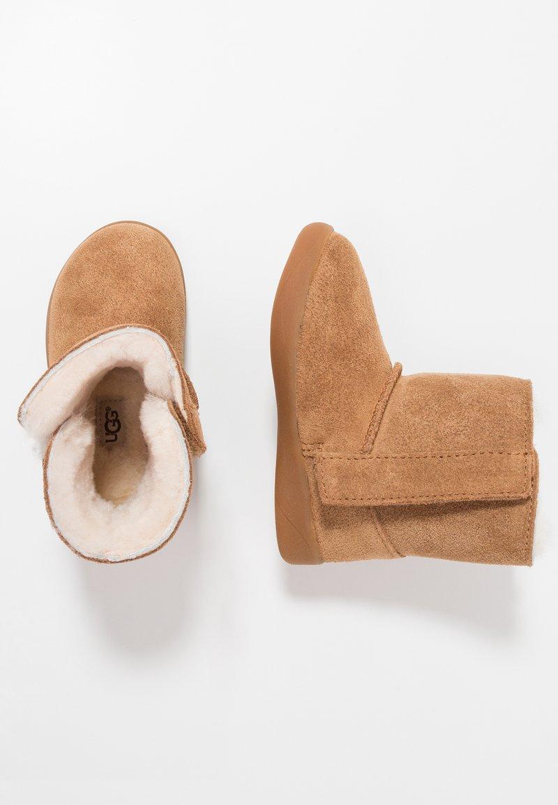UGG - KEELAN - Kotníkové boty - chestnut