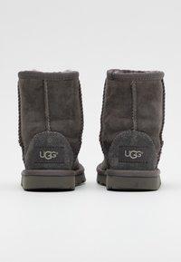 UGG - CLASSIC II - Kotníkové boty - grey - 2
