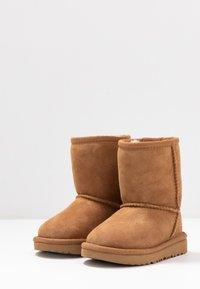 UGG - CLASSIC II - Zimní obuv - chestnut - 3