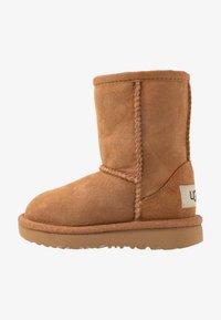 UGG - CLASSIC II - Zimní obuv - chestnut - 1