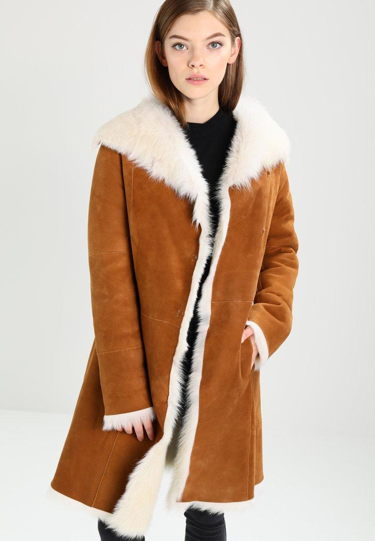 UGG - TOSCANA SHEARLING - Winter coat - chestnut