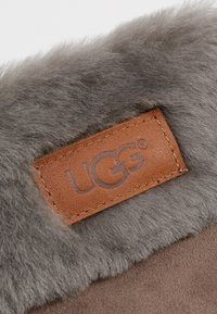 UGG - TURN CUFF GLOVE - Rukavice - stormy grey - 3