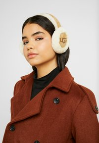 UGG - CLASSIC NON TECH EARMUFF - Ear warmers - chestnut - 1