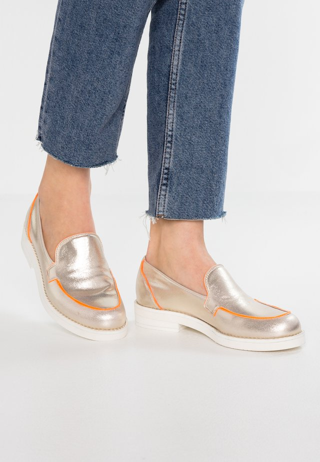 Nazouvací boty - tamigio plattino