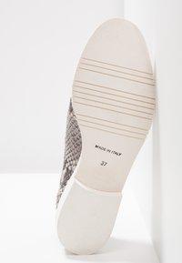 UMA PARKER - Loafers - diana roccia - 6