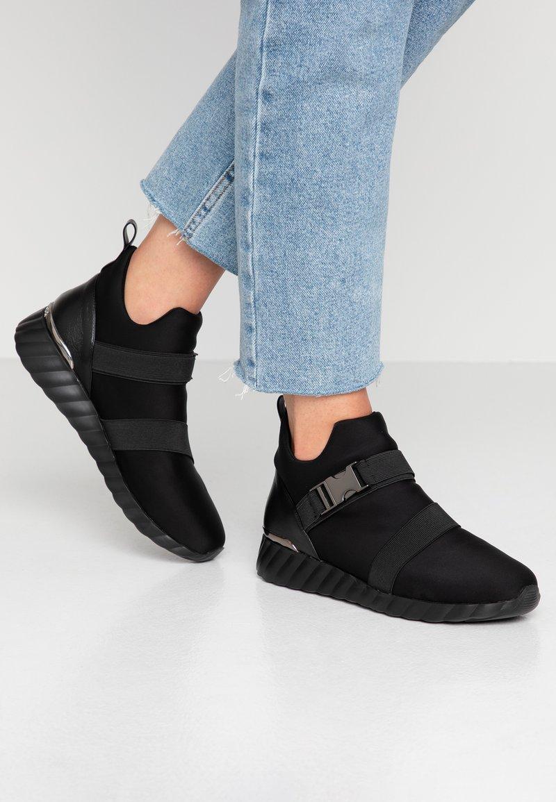 UMA PARKER - Sneakers high - nero