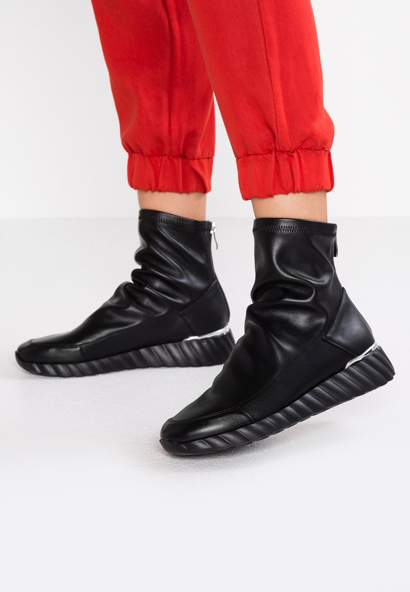 UMA PARKER - Classic ankle boots - nero